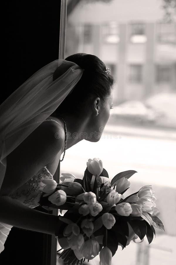 Mariée avec un bouquet image libre de droits