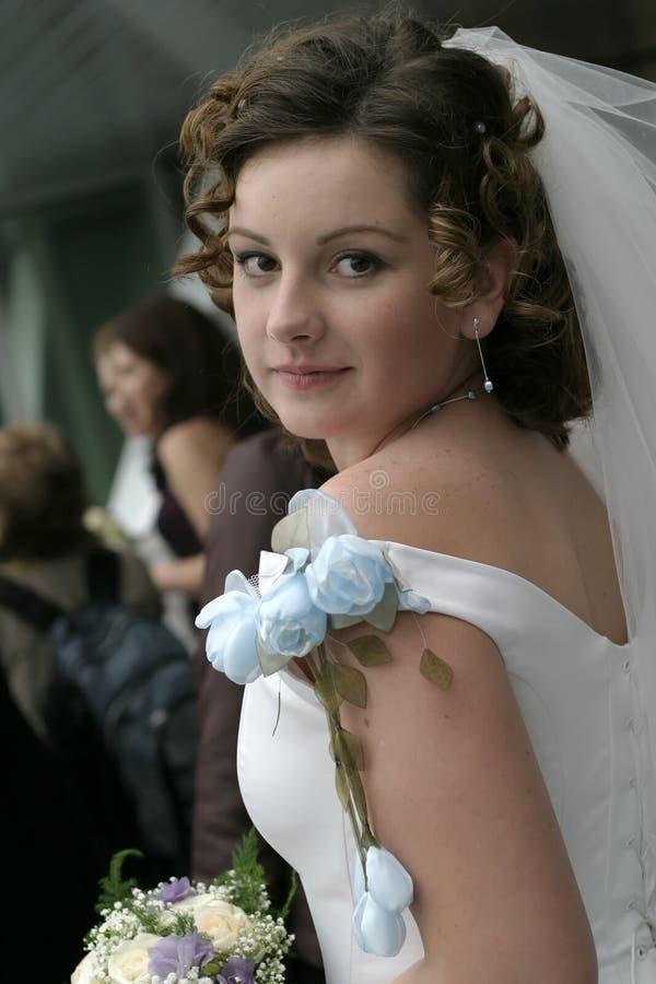 Mariée avec un bouquet photo libre de droits
