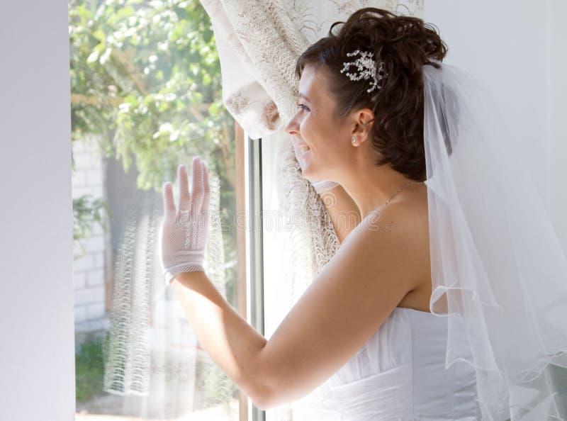 Mariée dans l'hublot photos stock