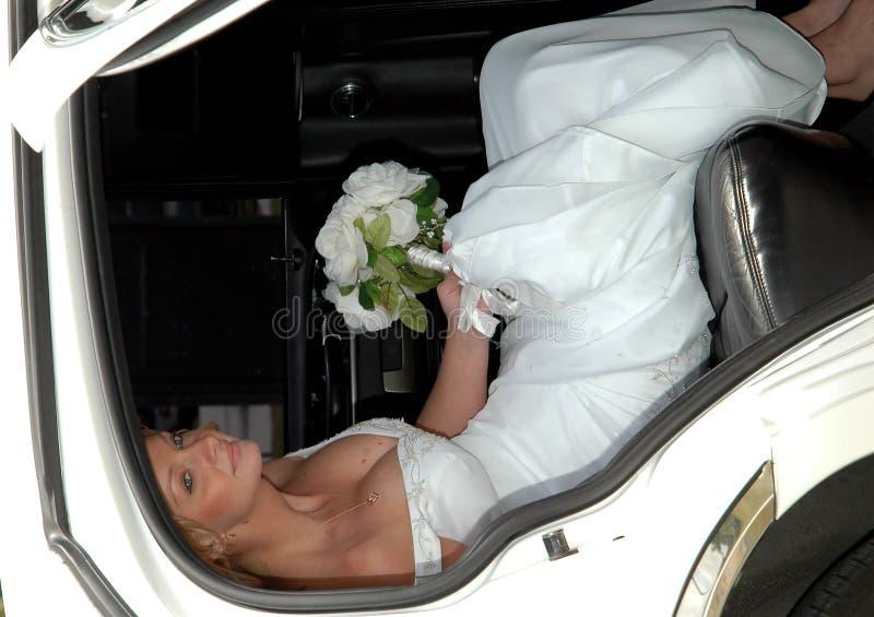 Mariée dans la limousine image libre de droits