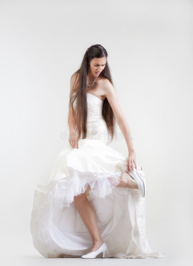 Mariée dans la robe de mariage photos stock