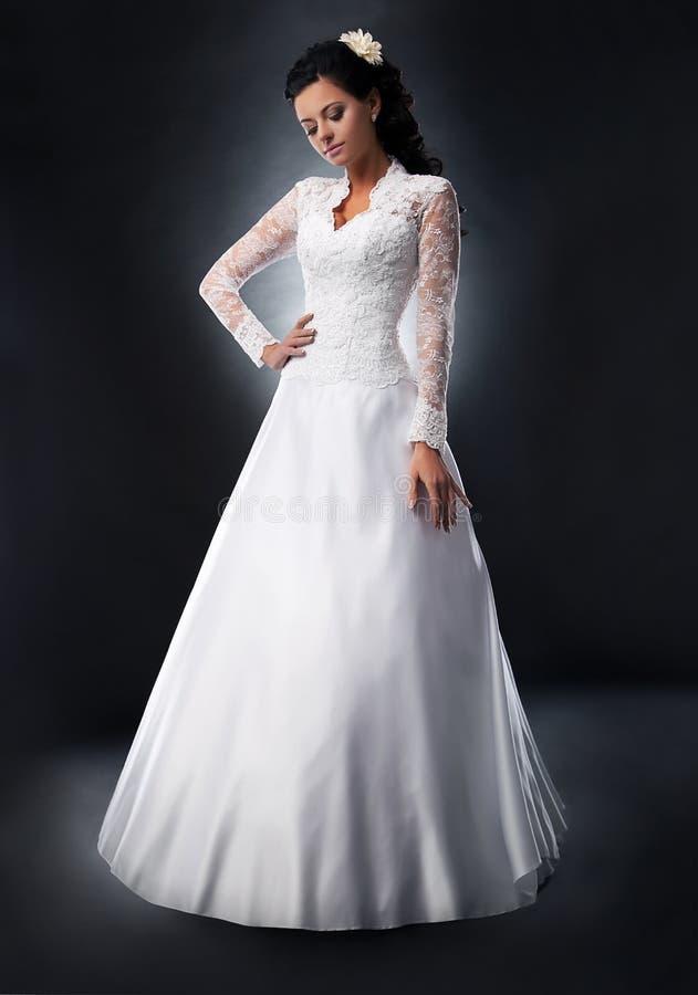 Mariée dans la robe de mariage. images libres de droits
