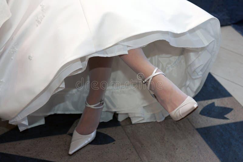 Mariée dans la robe de mariage blanche image libre de droits