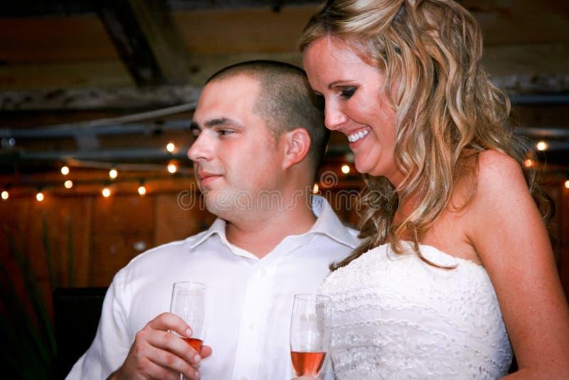 Mariée et marié attirants photo stock