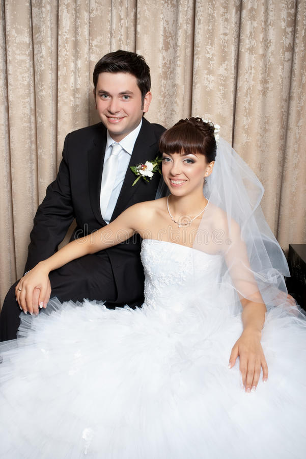 Mariée et marié dans le studio photographie stock