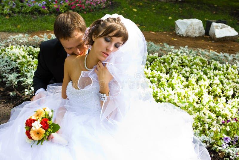 Mariée et marié heureux image libre de droits