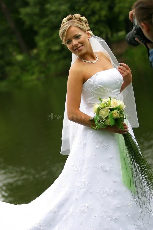 Mariée et photographe photo libre de droits
