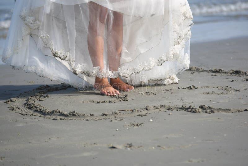 Mariée sur la plage photos stock