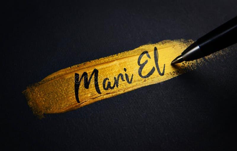 Mari El Handwriting Text no curso dourado da escova de pintura foto de stock royalty free