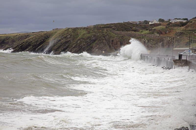 Mari tempestosi all'Isola di Man della buccia immagini stock libere da diritti