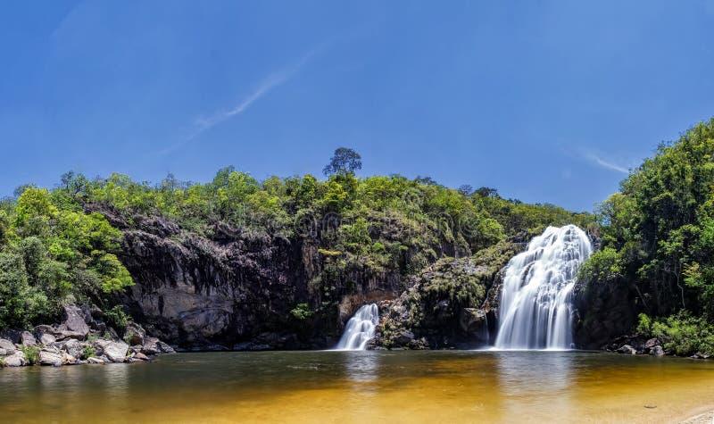 Maria Augusta Waterfall på Sao Batista gör Gloria, Serra da Canastra - Minas Gerais, Brasilien det panorama- fotoet royaltyfri bild