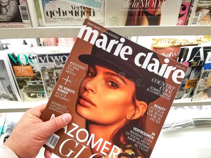 Maria Claire magazyn w rÄ™ce zdjęcia stock