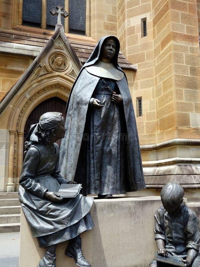 Maria de la estatua cruzada imagen de archivo libre de regalías