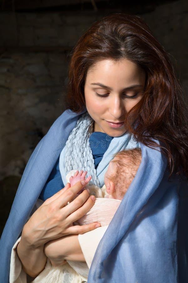 Maria e bambino Gesù all'aperto fotografia stock libera da diritti