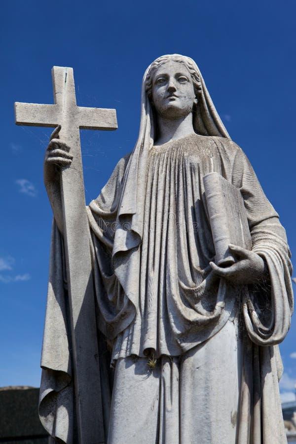 Maria (madre de Jesús) y cruz fotografía de archivo
