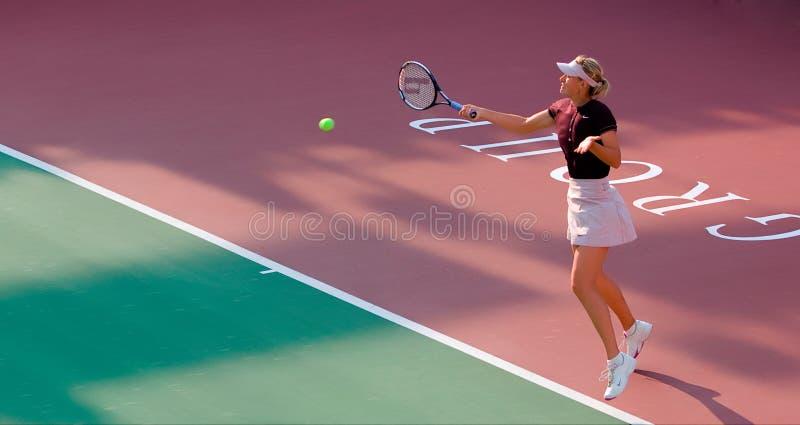 Maria Sharapova forehanda powrót zdjęcie stock