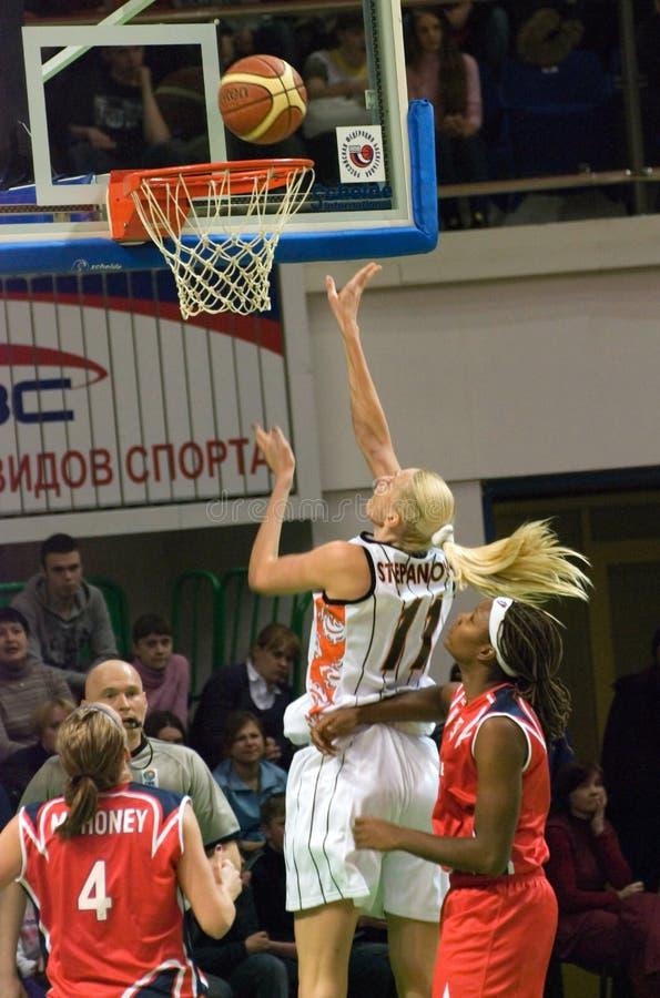 Maria Stepanova nimmt UMMC Euroleague 2009-2010 in Angriff. lizenzfreie stockfotos