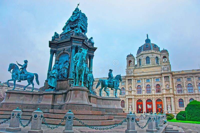 Maria Theresa Statue sur le musée de Vienne de l'histoire naturelle photos stock