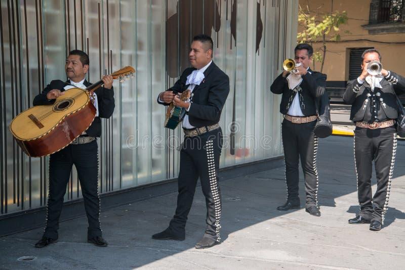 Mariachi auf Piazza Garibaldi in Mexiko City lizenzfreie stockfotos