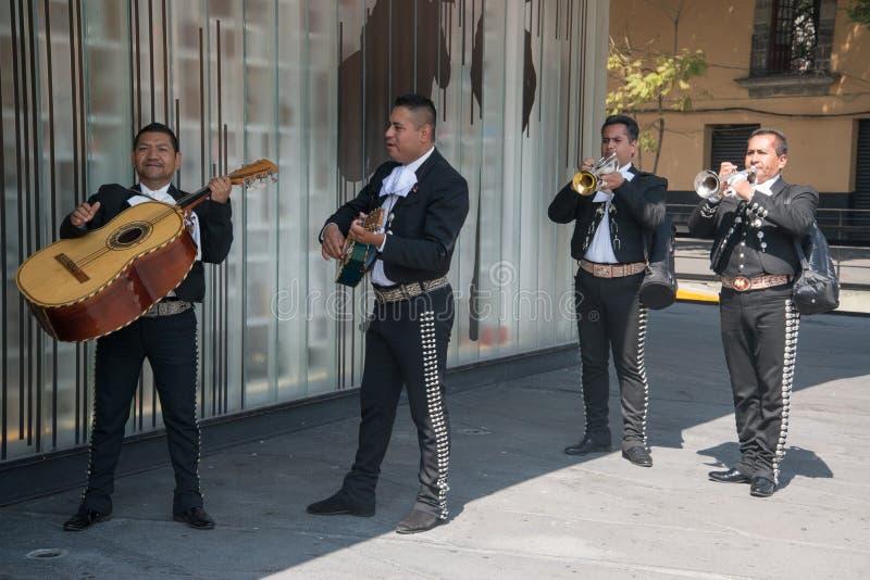 Mariachi auf Piazza Garibaldi in Mexiko City lizenzfreie stockfotografie