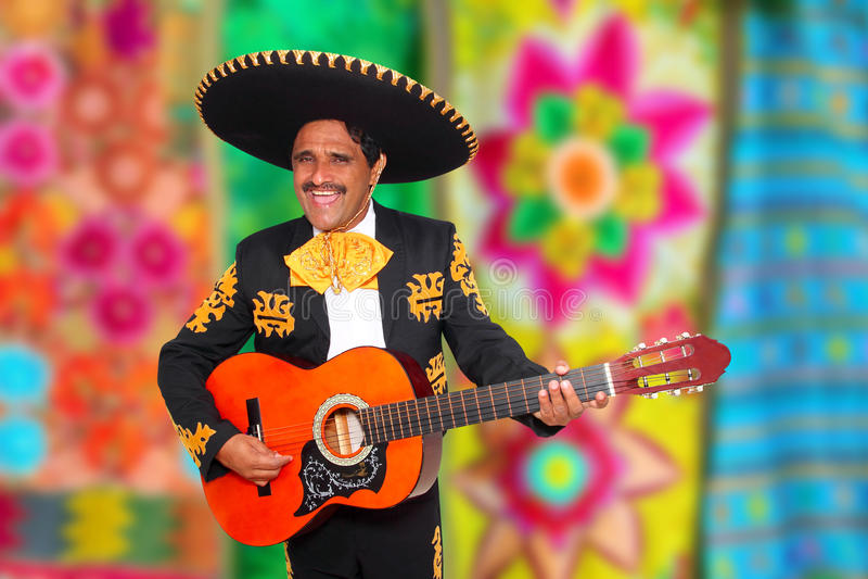 Mariachi di Charro che gioca il poncio del serape della chitarra fotografia stock