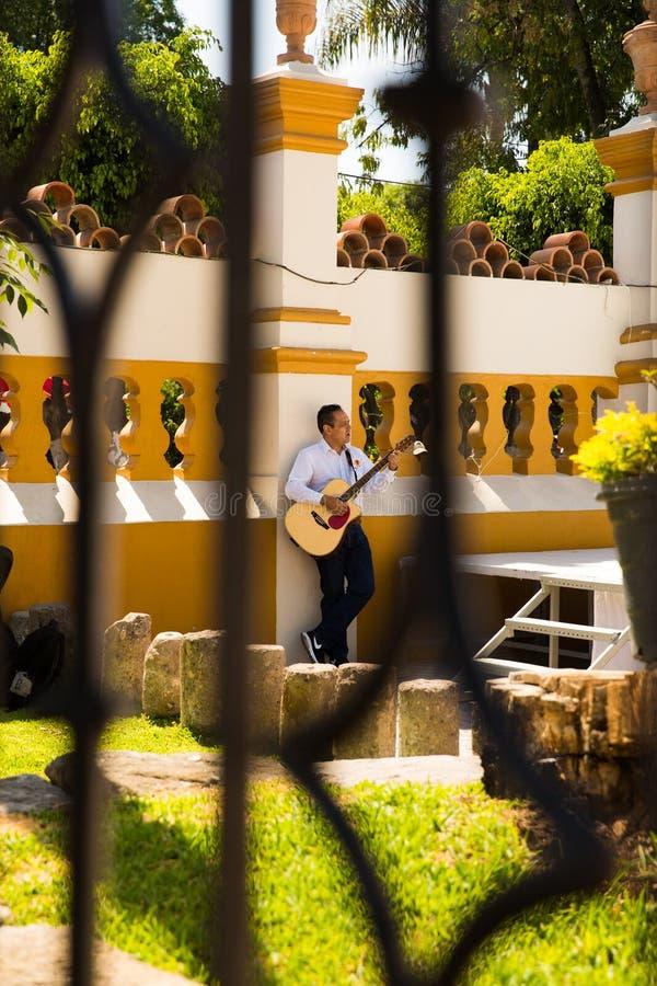 Mariachi en las calles de Tlaquepaque, Guadalajara fotos de archivo libres de regalías