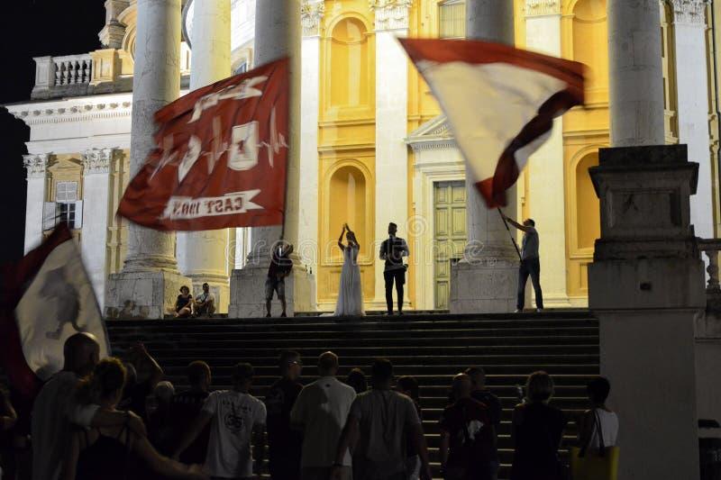 Mariage avec des fans du football de Torino images stock