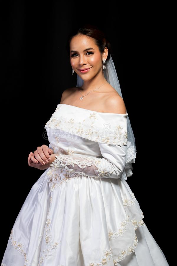 Mariage blanc de belle belle jeune mari?e asiatique de femme photo stock
