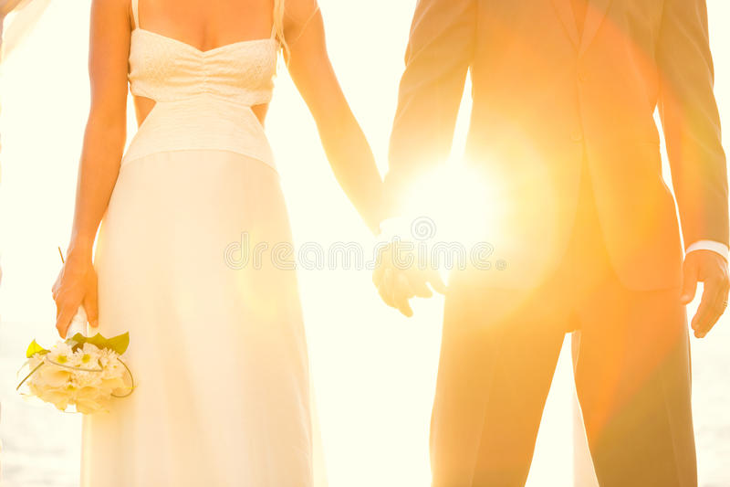 Mariage de coucher du soleil image libre de droits