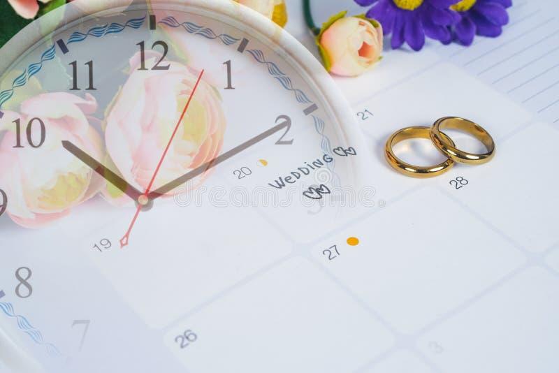 Mariage de Word au jour du mariage de rappel avec l'anneau de mariage sur la planification de calendrier photo libre de droits