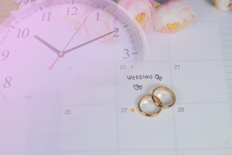 Mariage de Word au jour du mariage de rappel avec l'anneau de mariage sur la planification de calendrier images libres de droits