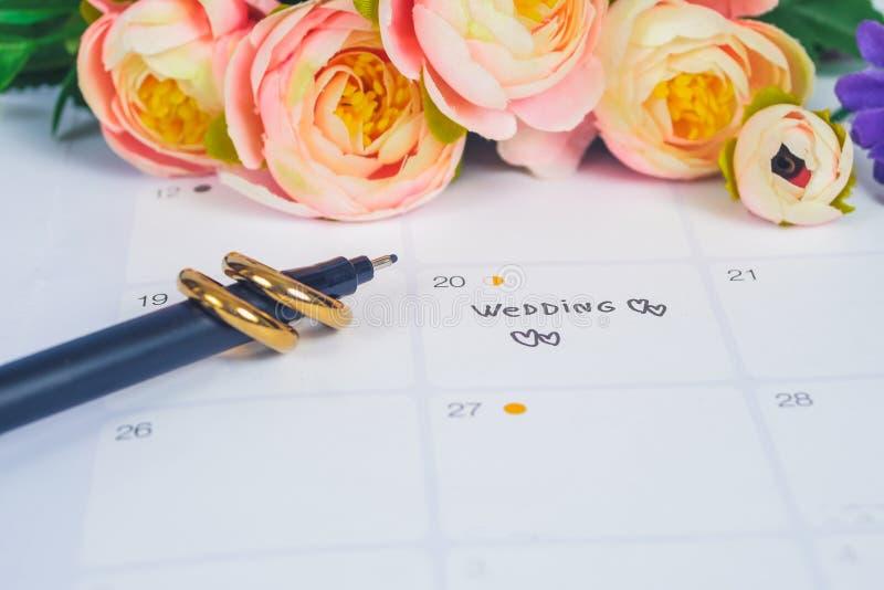 Mariage de Word au jour du mariage de rappel avec l'anneau de mariage sur la planification de calendrier photographie stock