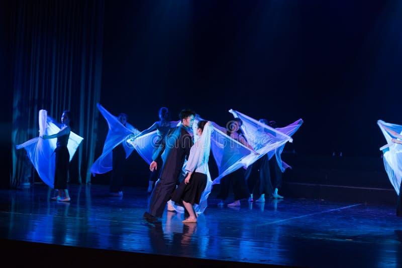 Mariage en périodes préoccupées 4--Âne de drame de danse obtenir l'eau photo libre de droits