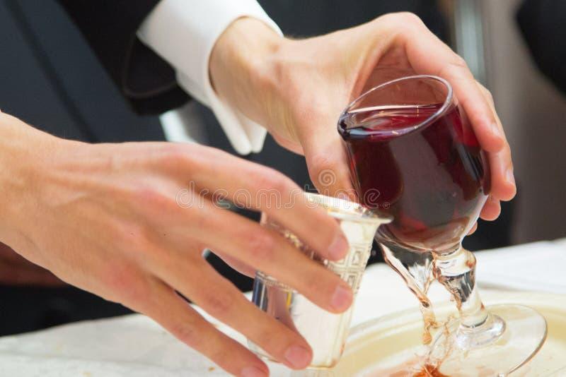 Mariage juif 2 verres argentés images libres de droits