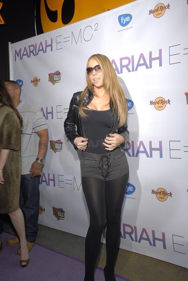 Mariah Carey en su firma CD. imagenes de archivo