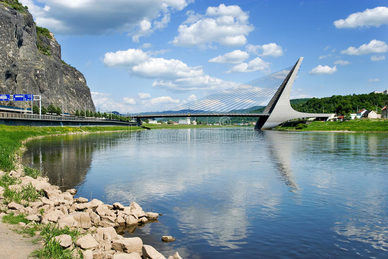 Marian brug over Elbe rivier, Usti-nad Labem, Tsjechische republiek royalty-vrije stock foto's