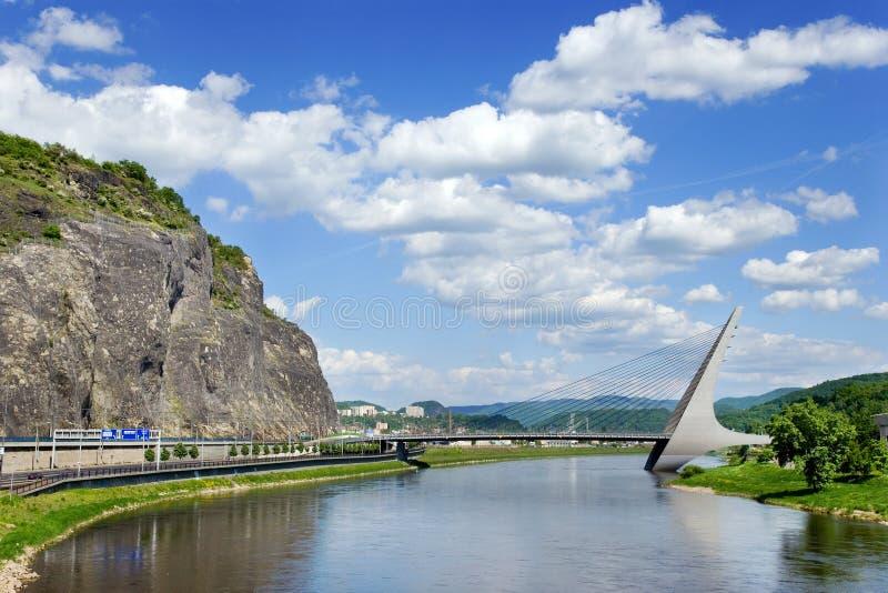 Marian brug over Elbe rivier, Usti-nad Labem, Tsjechische republiek royalty-vrije stock afbeeldingen