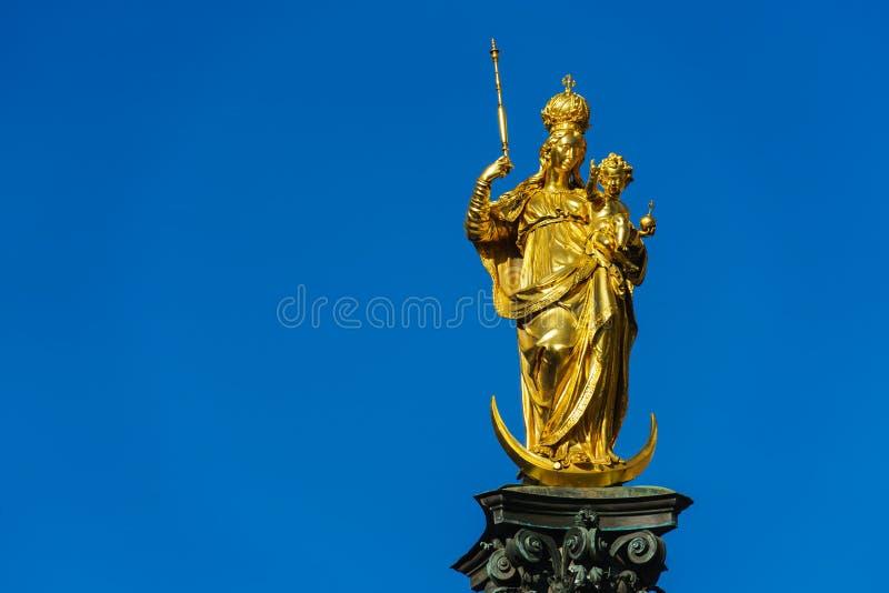 Marian kolonn 1639 eller Mariensaule med den guld- statyn av oskulden arkivbilder