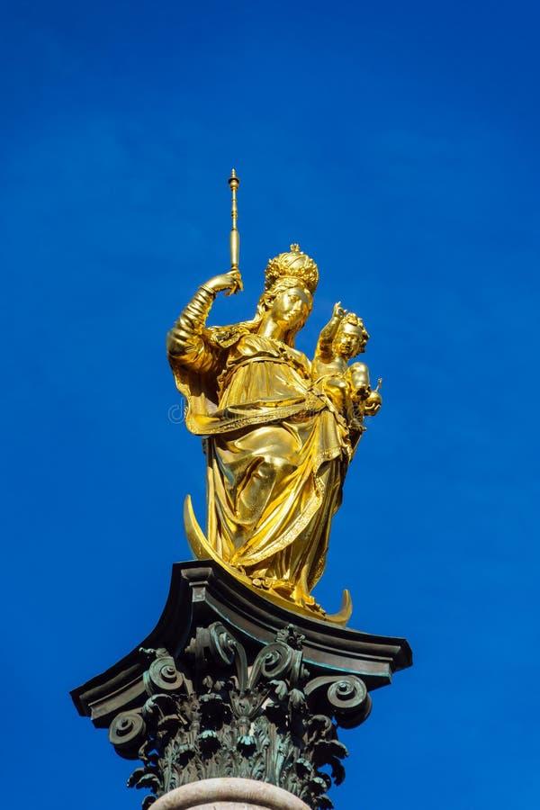 Marian kolonn 1639 eller Mariensaule med den guld- statyn av oskulden royaltyfria bilder