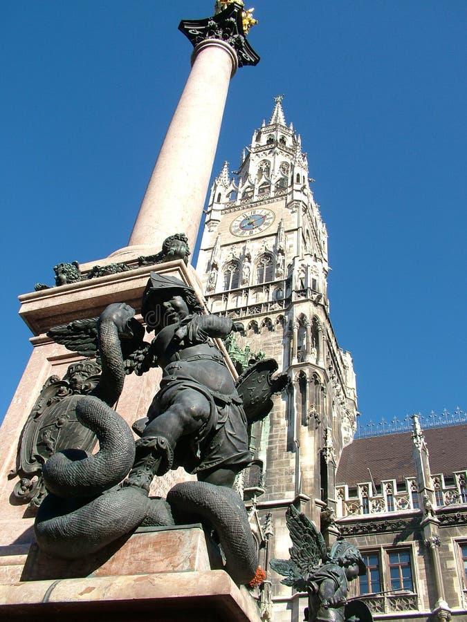 Marianische Spalte München des Engels stockfotos