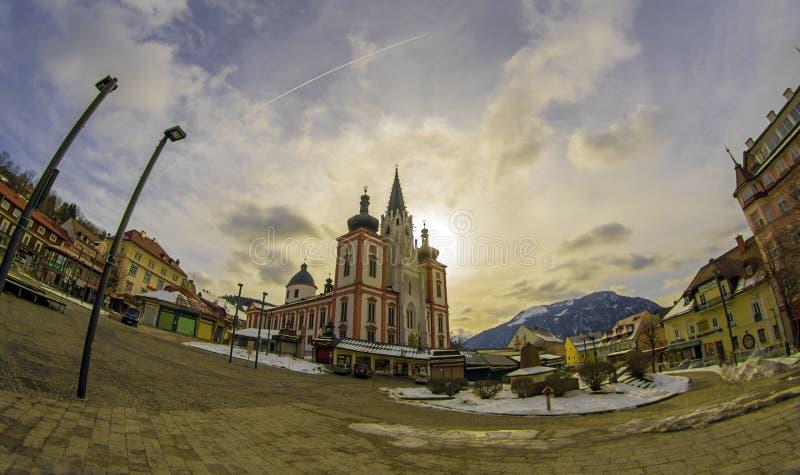 MARIAZELL/ÁUSTRIA - 17 de fevereiro de 2017: A basílica de Mariazell é sabida como a basílica do nascimento da Virgem Maria em Áu fotografia de stock