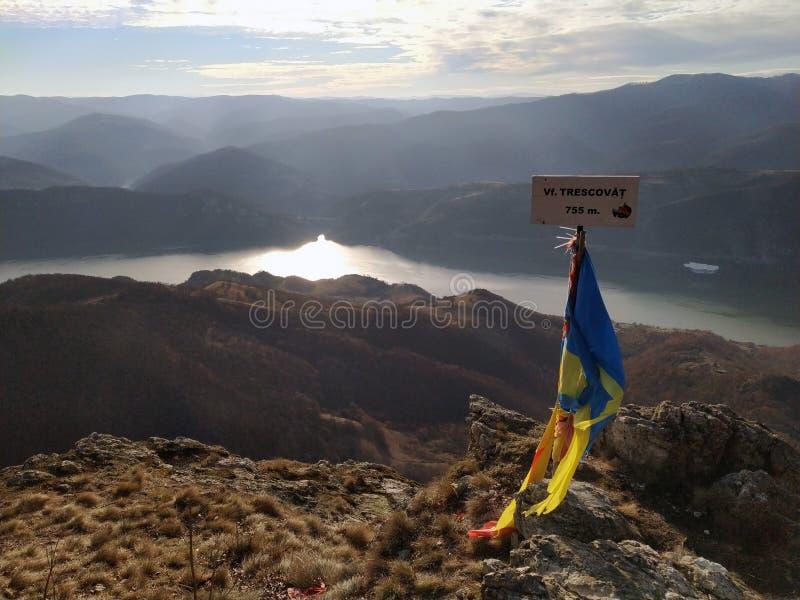 Marica en la montaña rocosa imagen de archivo