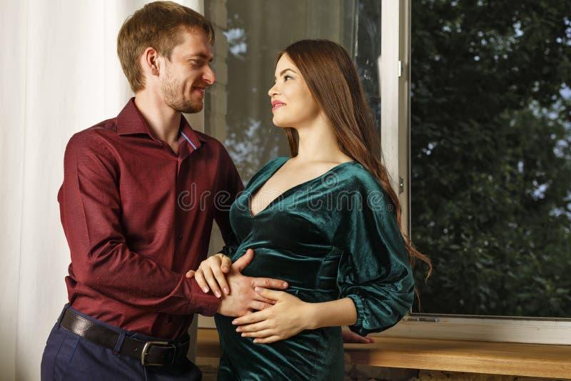 Marido e esposa grávida fotografia de stock royalty free