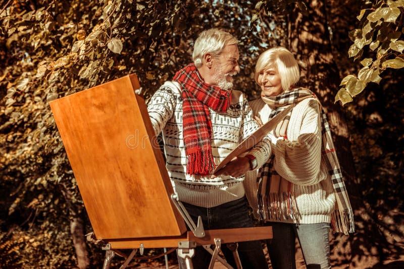 Marido e esposa que olham a imagem bonita foto de stock royalty free