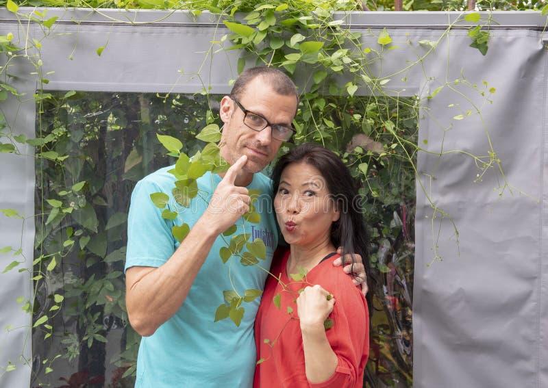 Marido e esposa que têm o divertimento em férias em Seattle, Washington imagem de stock