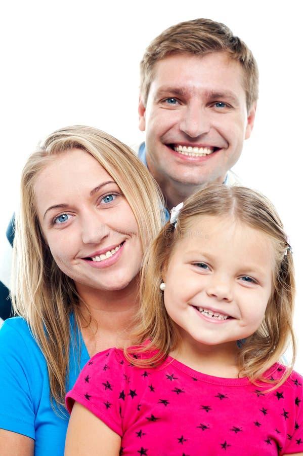 Marido que levanta com suas esposa e filha adoráveis foto de stock royalty free