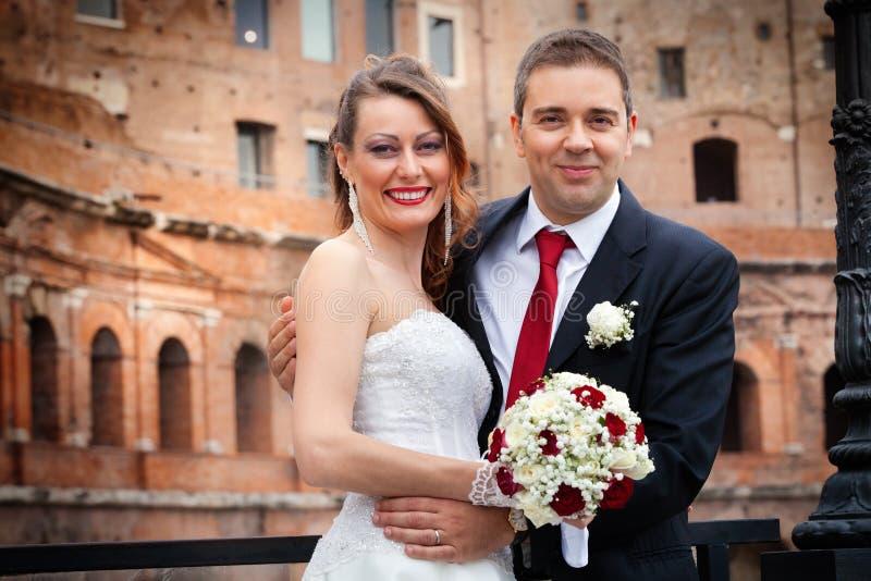Marido y esposa Boda de los pares newlyweds fotos de archivo