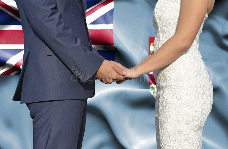 Marido y esposa que llevan a cabo las manos - fotografía conceptual del matrimonio en Fiji foto de archivo libre de regalías