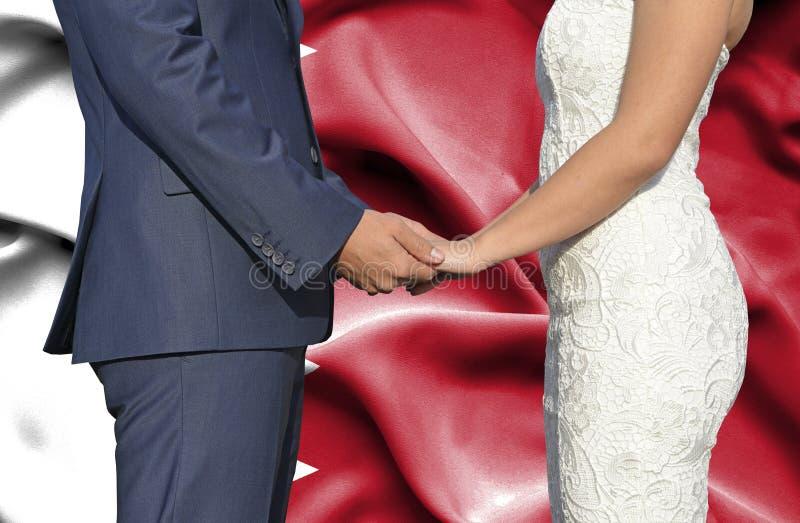 Marido y esposa que llevan a cabo las manos - fotograf?a conceptual del matrimonio en Bahrein imágenes de archivo libres de regalías