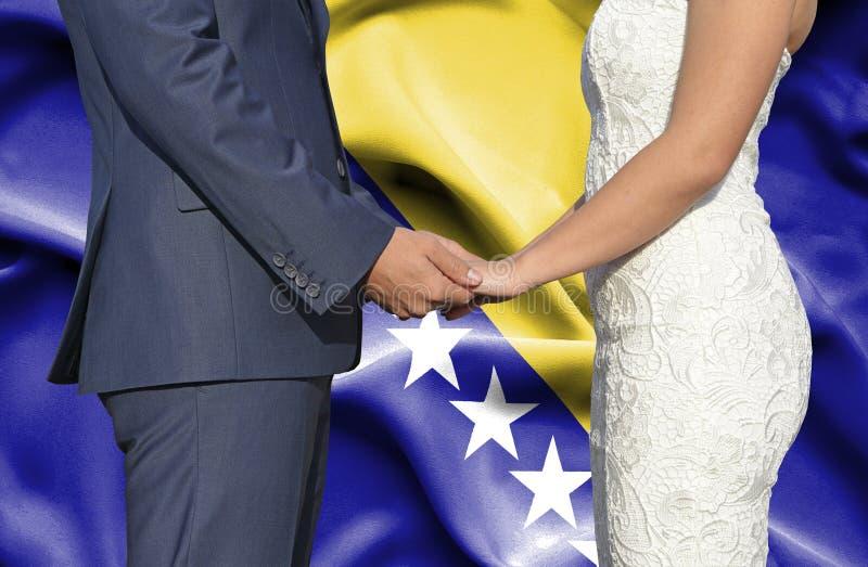 Marido y esposa que llevan a cabo las manos - fotograf?a conceptual del matrimonio en Bosnia y Herzegovina fotografía de archivo libre de regalías